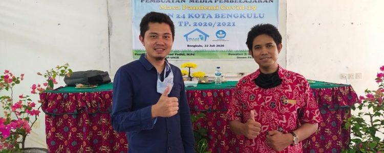 Dosen Fkip Unib Menjadi Pemateri Pelatihan Pembuatan Media Pembelajaran Di Smpn 24 Kota Bengkulu